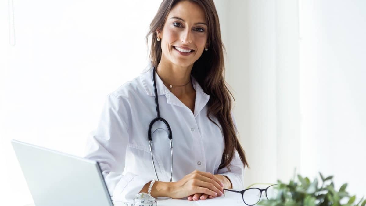 Médicos/as y Facultativos/as Especialistas de Área